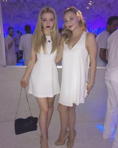 dovecameron succeeded in not spilling on myself all night ✌🏻️ Les Descendants, Dove Cameron Style, Queen, Woman Crush, Beautiful Actresses, Beauty Women, Cute Girls, White Dress, Celebs