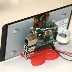 Il display touchscreen ufficiale per il Raspberry Pi