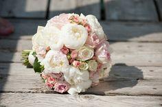 Rosen, Ranunkeln, Pfingstrosen Vergiss-mein-nicht, Tulpen und Maiglöcken