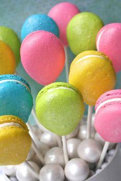 sororitysugar:    bid day treat ~macaroonballoons♥