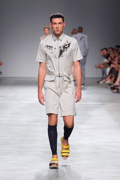 Luís Carvalho unveiled his Spring/Summer 2018 collection during ModaLisboa. The brand has been constantly represented in the Portuguese capital city – Lisboa fashion week, Moda Lisboa, was chosen to represent Portugal across borders in events like showfloor Berlin in 2014, and this year will be present in Paris during men's fashion week. The aesthetic of … Continue reading ModaLiboa: Luís Carvalho Spring/Summer 2018 →