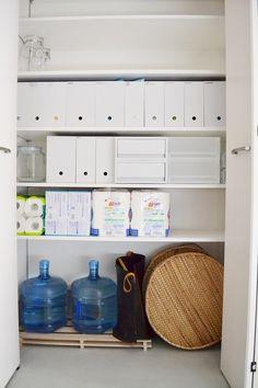 玄関・土間(収納)|めがねとかもめと北欧暮らし Bathroom Medicine Cabinet, Lockers, Locker Storage, Interior, Furniture, Home Decor, Decoration Home, Indoor, Room Decor