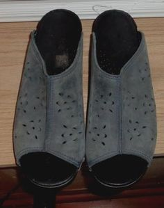 fdbb02dd459b Dansko Sandals - Up to 90% off at Tradesy
