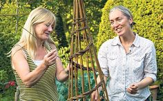 Bunny Guinness and Sue Kirk weave a willow wigwam. Article has lots of useful information about how to store then soak willow