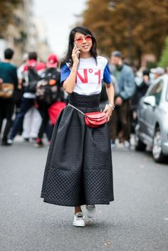There are new street style names that you need to know and Yuwei Zhangzou is one of them! She is a Chinese-born, Paris-dwelling buyer and freelance editor. She's all about the statement pieces and there's nothing that she's afraid to try.