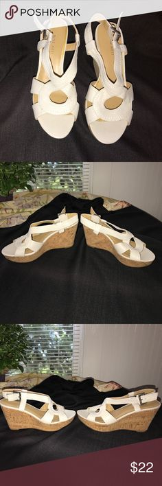 """Nine West Sz8 White, Sandal Wedges Nine West Sz8 White, Sandal Wedges. 3.75""""Highest. 1.5""""Platform. Wore 1x. Super comfortable. Any questions? Let me know!! Thanks so much👠💃🏻🤳🏻😊 Nine West Shoes Wedges"""