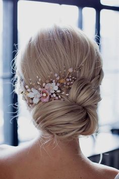 cute updos for long hair evening hairstyles simple hair updo wedding hairstyles down elegant hairstyles. Bridal hair accessories and hair styles that work perfectly for your wedding day Short Medium Length Hair, Medium Hair Styles, Curly Hair Styles, Medium Hair Updo, Prom Hair Medium, Chignon Updo Short Hair, Bridal Hair Half Up Medium, Prom Hair Styles, Wedding Hair Styles