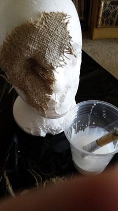 Simple components: Stryofoam head straight pins burlap (a yard will do) Elmer's glue paint brush paints (black rust straw color). Scary Scarecrow Costume, Scarecrow Mask, Diy Scarecrow, Scarecrow Festival, Witch Costumes, Scary Halloween Decorations, Spooky Halloween, Burlap Halloween, Halloween Stuff