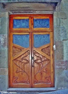 Mirando los detalles: El encanto de las puertas