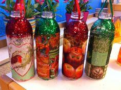 Lampionnen van plastic 1 liter fles, beplakt met bovenste laag van een mooie herfstservet met Glutofix (behangersplaksel) en glitterrandje.