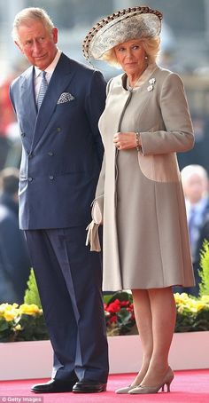 Prince Charles, Prince of Wales and Camilla, Duchess of Cornwall look towards the stage on Horseguards Parade during the Official Ceremonial Welcome for the Chinese State Visit on October 2015 in London, England. Camilla Duchess Of Cornwall, Duchess Of Cambridge, Royal Prince, Prince Of Wales, Windsor, Horse Guards Parade, Camilla Parker Bowles, Herzog, Prince Charles