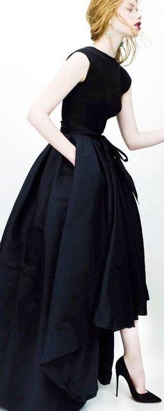 Es ideal llevar un look adecuado para un momento perfecto¿Quién dijo aquello de darme un precioso vestido y unos fabulosos tacones y moveré el mundo? La verdad es que no lo se, pero es lo que yo siento cuando llevó un modelazo como el de la...