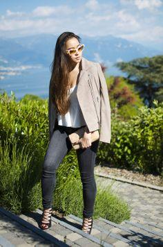 Romina du blog Blaastyle porte le perfecto en daim BABYLONE mastic Sud express.