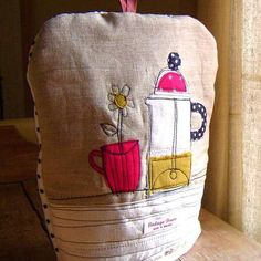 Spotty Cafetiere cosy.  My notes:  good idea for egg cooker cozy.