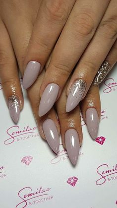 Winter nails #glitternailart #classynails #stiletto
