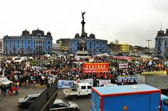Plaza Dos de Mayo abarrotada de manifestantes [Foto: Candy Castro / Spacio Libre]