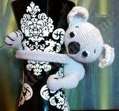 Patrón gratis amigurumi de koala para cortinas Amigurumi Patterns, Amigurumi Tutorial, Cute Koala Bear, Crochet Curtains, Crochet World, Crochet Animals, Craft Patterns, Crochet Baby, Tricot