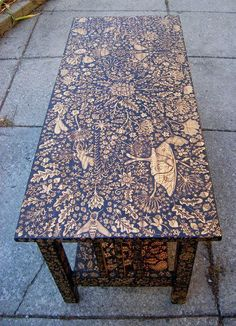 Just look at the incredible scenes that unfold on these wood burned coffee table and chair. How awesome are these pieces of art masquerading as furniture? diy home decor wood Wood Burned Coffee Table by Cecilia Galluccio Into The Woods, Cool Furniture, Painted Furniture, Furniture Design, Furniture Ideas, Furniture Stencil, Furniture Removal, Furniture Movers, Furniture Chairs