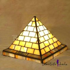 Patrón piramidal de 5.5 pulgadas Mini habitación infantil con luz estilo Tiffany Stained Glass