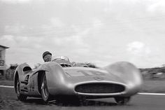 Juan Manuel Fangio racing at the French Grand Prix in his mercedes-benz Streamliner. New Mercedes, Mercedes Benz Amg, Auto F1, Cheap Used Cars, Classic Race Cars, Daimler Benz, Buick Riviera, Goodwood Revival, Vintage Racing