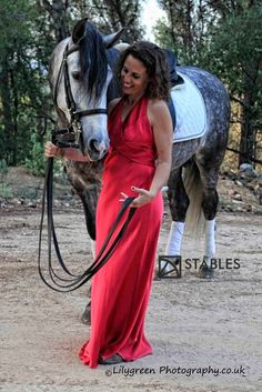 Dressing for your portraits with Stables. You have scrubbed the horse, the tack so treat yourself too. You will end up in the photos so dress the part! Clean jods, boots, stock or scarf, lippy.