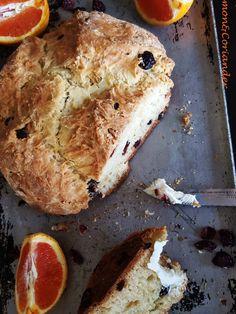 Mein geliebtes Cranberry Orange Soda Bread ist einfach perfekt für die Weihnachtszeit und kann noch vor dem Frühstück blitzschnell gebacken werden.