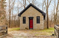 Preservation Personals: Sagacious Schoolhouse Seeks Sharp Student