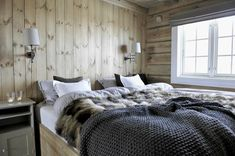 Not far from the Norwegian ski resort Trysil, this cozy chalet literally drowning in snow is located. The cottage, made of light wood, has become a real ✌Pufikhomes - source of home inspiration Chalet Interior, Interior Design, Dere, Cabin Interiors, Style Deco, Cabins And Cottages, Cabin Design, Home Bedroom, Bedrooms