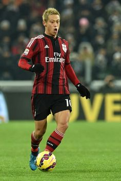 Keisuke Honda of AC Milan in action during the Serie A match between Juventus FC and AC Milan at Juventus Arena on February 2015 in Turin, Italy. National Football Teams, Juventus Fc, Ac Milan, Football Players, Honda, Athlete, Sports, People, Legends