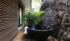 Some Thoughts before Having Outdoor Bathrooms : Inspiring Outdoor Bathroom Designs With Stone Bathroom Wall And Black Stone Bathtub And Wooden Wall Stone Flooring Outdoor Bathtub, Outdoor Bathrooms, Outdoor Showers, Stone Bathtub, Stone Bathroom, Bathroom Wall, Architecture Design, St Barts, Stone Flooring
