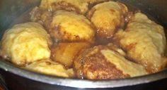 250 ml koekmeelblom 10 ml bakpoeier 2 ml sout 15 ml botter 1 eier, geklits 125 ml melk Sif die droë bestanddele saam. Vryf die botter in. Klits die eier en die melk saam en voeg dit by die meelmeng… South African Dumpling Recipe, South African Recipes, How To Cook Dumplings, Good Food, Yummy Food, Savoury Baking, Main Meals, Baking Recipes, Lunch