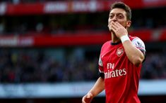 (GIF) Mesut Ozil's Genius: Arsenal Playmaker Tells Giroud How To Score Goal Before Assist