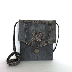 Small sling bag Recycled jean messenger bag Gray by Sisoibags Jean Purses, Diy Bags Purses, Small Messenger Bag, Denim Bag, Tote Purse, Cotton Tote Bags, Recycled Denim, Travel Bag, Leather Wallets