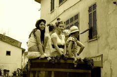 62 Antiche tradizioni e nuove generazioni , Subbiano , Via verdi , Arezzo , Toscana . ( foto di Christian Deledda) .