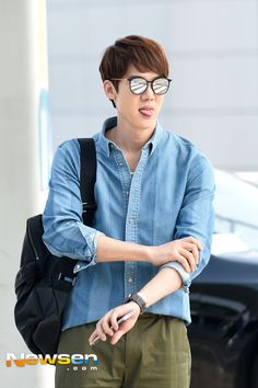 Yoo Yeon-seok leaves to Seattle for pictorial photoshoot