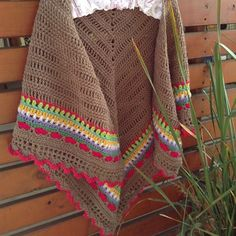 Sunday Shawl - crochet pattern by The Little Bee https://www.etsy.com/shop/thelittlebeenz