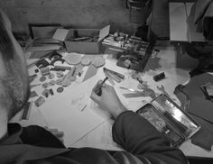élieBois / L'atelier - créateur de bijoux en bois / Workshop - wooden jewelry designer Designer, Creations, Photo Wall, Presentation, Jewelry Designer, Atelier, Photograph