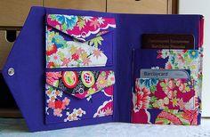 Items similar to Travel wallet organizer with 2 purses for 2 currencies in japanese sakura fabric on Etsy Diy Wallet No Sew, Diy Wallet Easy, Diy Wallet Tutorial, Diy Wallet Pattern, Sewing Hacks, Sewing Projects, Sewing Tips, Sewing Ideas, Travel Purse