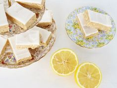 Cafe-style lemon slice.