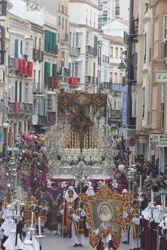 La cofradía de los Gitanos en su recorrido procesional por las calles de Málaga