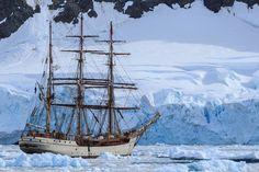 """So sind schon Scott und Amundsen in die Antarktis gereist. Ich bin als Mitglied der voyage-crew an Bord und habe die Drake-Passage """"überlebt"""". #Antarktis #Segelschiff #BarkEuropa #Gletscher #Reisevortrag"""