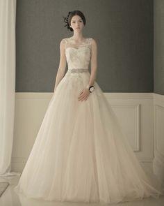 [웨딩정보]웨딩드레스샵 투어 Tip W Dresses, Wedding Dresses, Bridal Collection, Beautiful, Fashion, Bride Dresses, Moda, Bridal Gowns, Fashion Styles