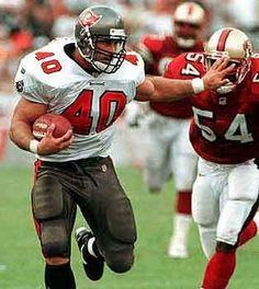 Mike Alstott one great FullBack Football Pads, Football Usa, Buccaneers Football, Football Photos, Tampa Bay Buccaneers, American Football, Football Players, Football Stuff, Nfl Blitz