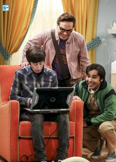Photos - The Big Bang Theory - Season 11 - Promotional Episode Photos - Episode - The Bitcoin Entanglement - Big Bang Theory Characters, Big Bang Theory Series, The Big Theory, Chuck Lorre, Howard Wolowitz, Sometimes I Wonder, Laughing So Hard, Bigbang, Movies And Tv Shows