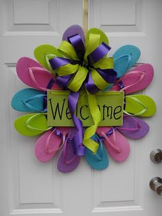 FLIP FLOP Wreaths by KreationsByMel on Etsy, I would do in other colors, but love this ideaQ Cute Crafts, Crafts To Make, Arts And Crafts, Diy Crafts, Wreath Crafts, Diy Wreath, Door Wreaths, Wreath Ideas, Diy Projects To Try