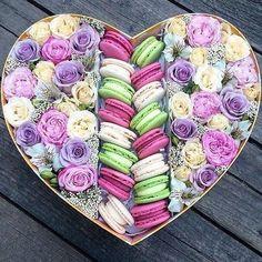 У нас можна замовити смачненькі коробочки Ось кілька прикладів поєднання може бути квіти +макаруни або квіти +зефірки . Для замовлення…