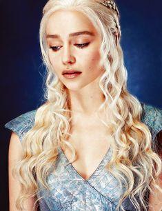 Daenerys Targaryen looking ridiculously gorgeous as always #Daenerys