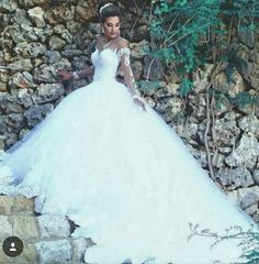 Model : FSDT-26 Price USD 650 Material : Lace and Tulle