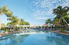 Het 4-sterren vakantiedorp Livingstone Jan Thiel Resort is al jarenlang een van de populairste resorts op de Nederlandse markt. Het resort ligt direct tegenover het bekende Jan Thiel strand waar u heerlijk kunt ontspannen. De ruime appartementen en villa's in dit kleurrijke vakantiepark bieden veel privacy en rust, ook kunt u genieten in de prachtige tuin van het resort.     Neem een frisse duik en beleef uren van plezier in het riante zwembad, maak gebruik van de vele (sport)faciliteiten.