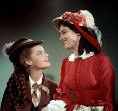 """Romy Schneider as Sissi and Uta Franz as Nene in """"Sissi"""" (1955)"""